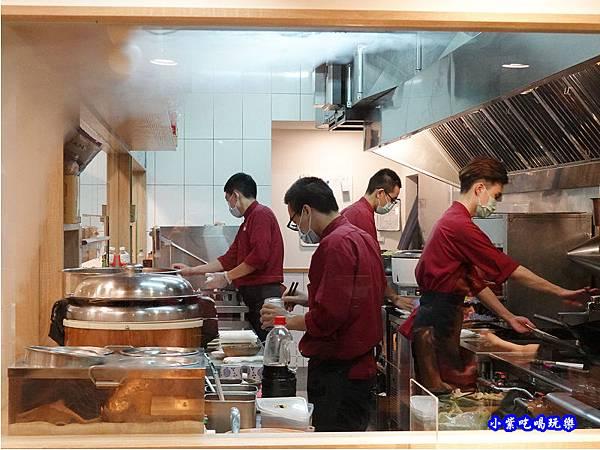 半開放廚房-坐著做員工食堂10.jpg