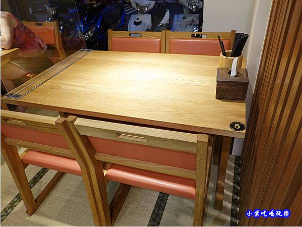榻榻米用餐區-坐著做員工食堂 (2).jpg