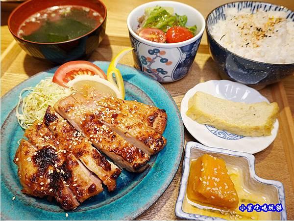 雞腿西京燒定食-坐著做員工食堂  (1).jpg