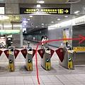 捷運松山站1號出口往饒河街夜市 (2).JPG
