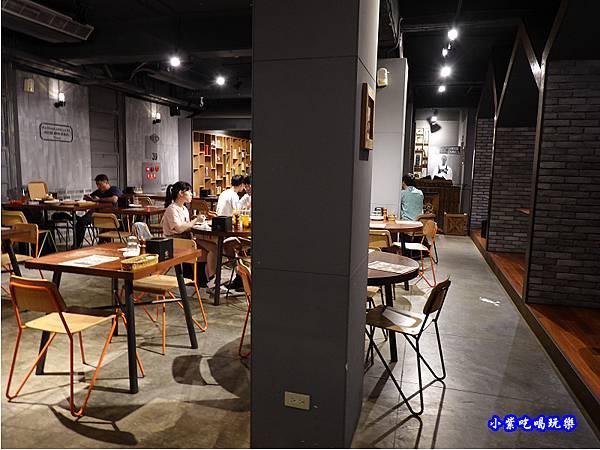 二樓用餐環境-薄多義桃園店 (8).jpg