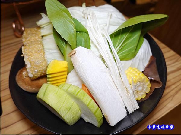板腱牛麻辣鍋-苑裡米多岦餐廳 (1).jpg