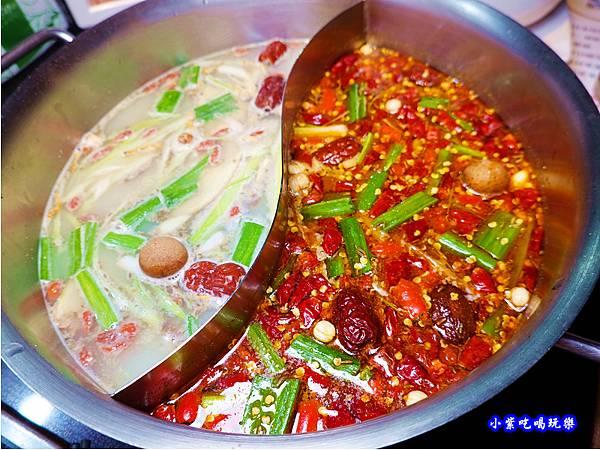 鴛鴦火鍋-小蒙牛頂級麻辣養生鍋中壢店 (1).jpg