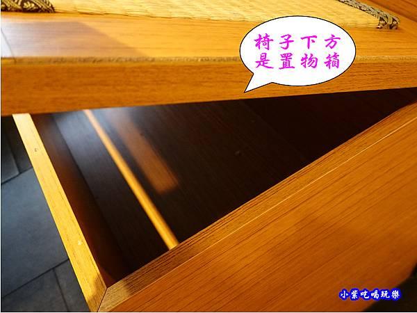 椅子下方是置物箱-金大鋤壽喜燒府中店(吃到飽).jpg