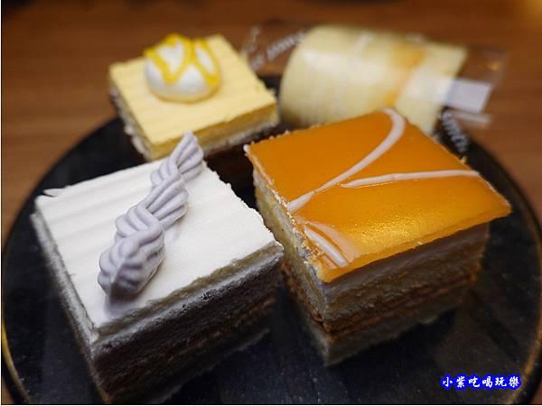 小蛋糕-赤富士無煙燒肉鍋物吃到飽 (2).jpg