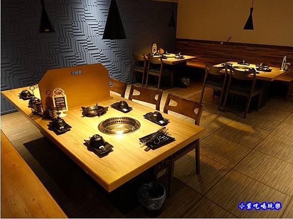 用餐環境-赤富士無煙燒肉鍋物吃到飽 (1).jpg