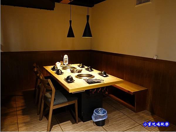 用餐環境-赤富士無煙燒肉鍋物吃到飽 (8).jpg