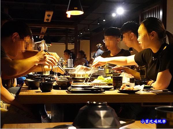 用餐環境-赤富士無煙燒肉鍋物吃到飽 (10).jpg