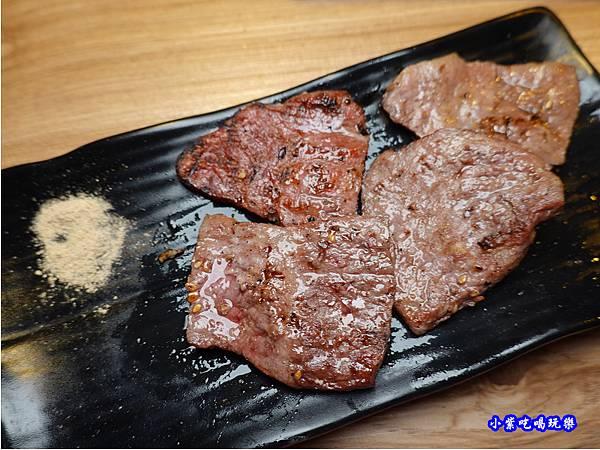 沙朗牛肉-赤富士無煙燒肉鍋物吃到飽 (3).jpg