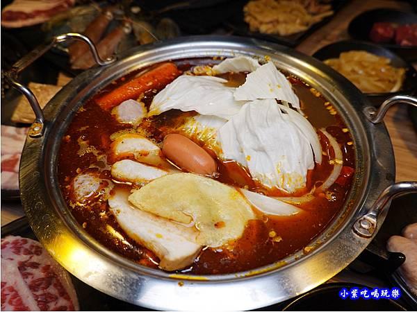 泡菜鍋-赤富士無煙燒肉鍋物吃到飽  (1).jpg