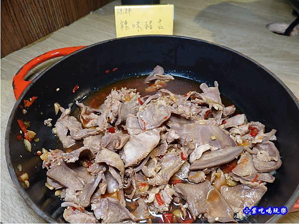 涼拌辣味豬舌-赤富士無煙燒肉鍋物吃到飽.jpg