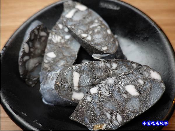 墨魚香腸-赤富士無煙燒肉鍋物吃到飽 (1).jpg