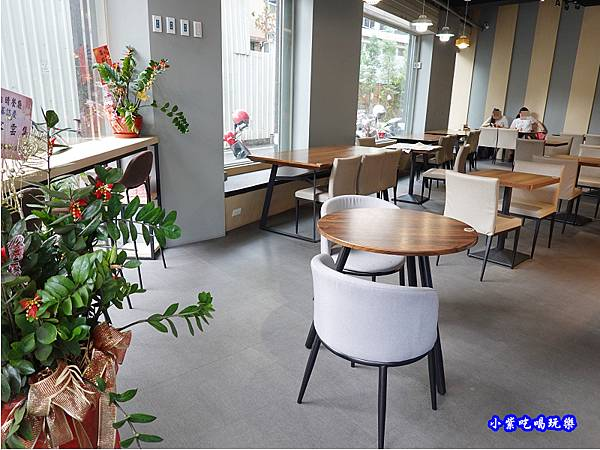 用餐環境-fun晴輕食餐廳 (3).jpg