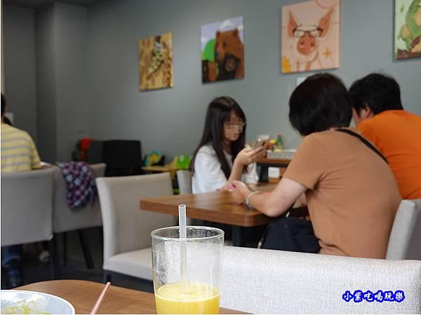用餐環境-fun晴輕食餐廳 (5).jpg