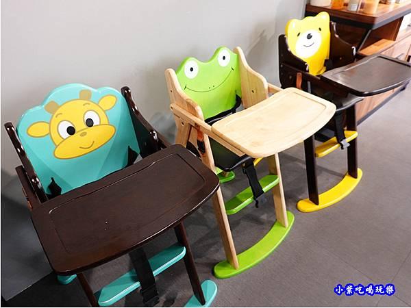 兒童餐椅-fun晴輕食餐廳.jpg