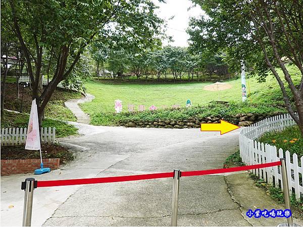 箭頭遊園方向-翠墨莊園.jpg