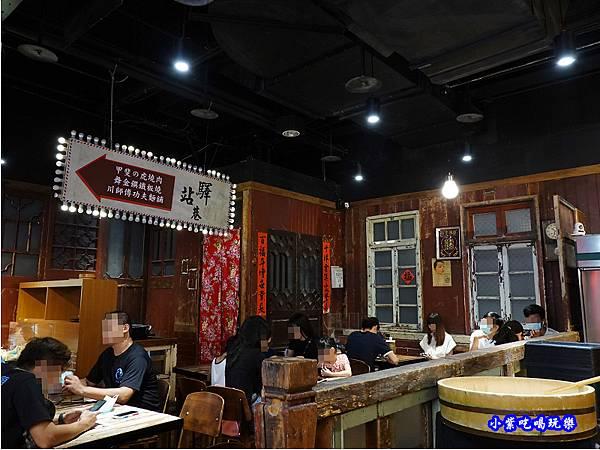 12樓大食代驛站巷旁-川師傅功夫麵舖台中大遠百.jpg