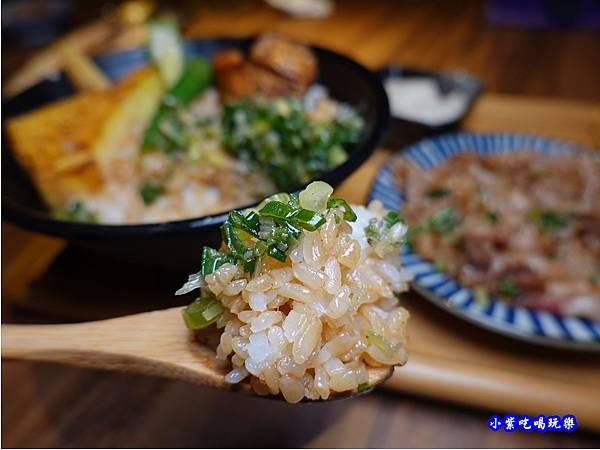 鹽葱燒肉牛肉丼-大河屋燒肉丼串燒台中大遠百店 (2).jpg