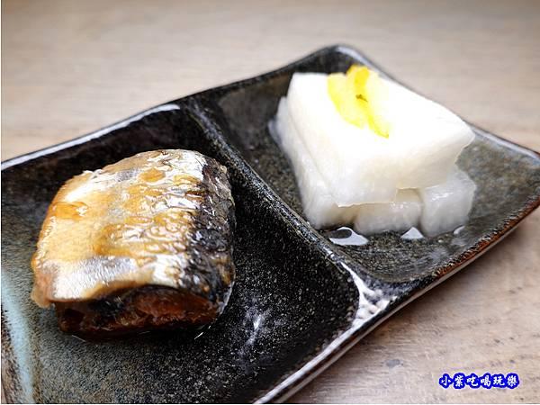 秋刀甘露煮搭柚子蘿蔔-竹北-橫丁六八屋 (1).jpg