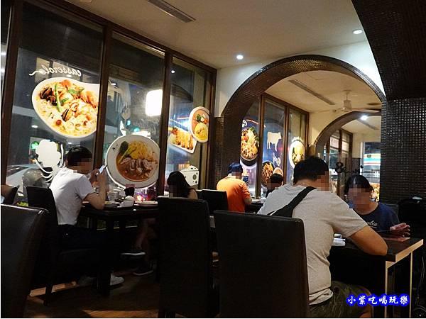 一樓用餐環境-Mr38咖哩東海店  (1).jpg