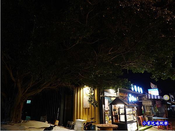 貨櫃市集榕樹下-秘醬滷味沙鹿特許加盟店.jpg