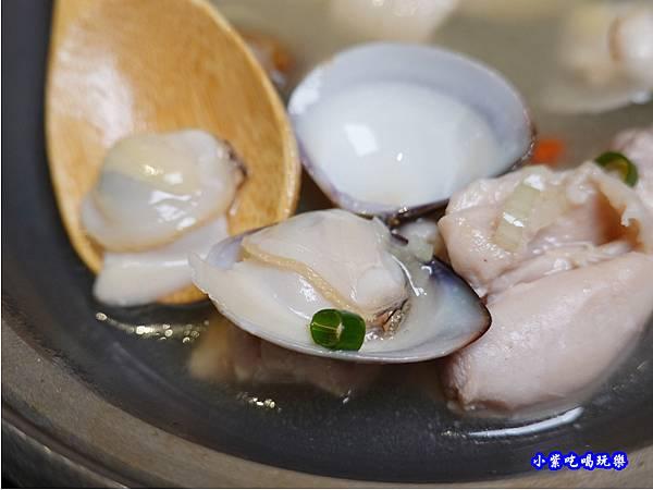 蒜頭蛤蜊雞-大河屋中壢大潤發 (2).jpg