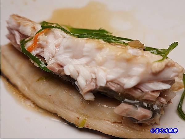 清蒸鱘龍魚-山雞城庭園餐廳 (2).jpg