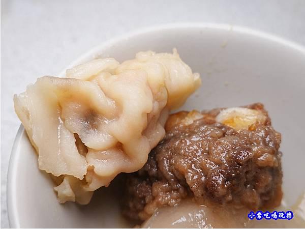 手工魚捲-洪金小紅莓自助式石頭火鍋城 (3).jpg