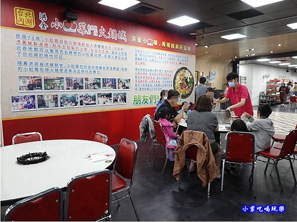 店內左邊用餐區-洪金小紅莓自助式石頭火鍋城 (1).jpg