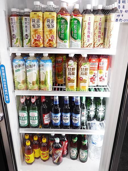 飲料區-洪金小紅莓自助式石頭火鍋城.JPG