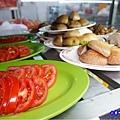 蕃茄、香菇-洪金小紅莓自助式石頭火鍋城.jpg