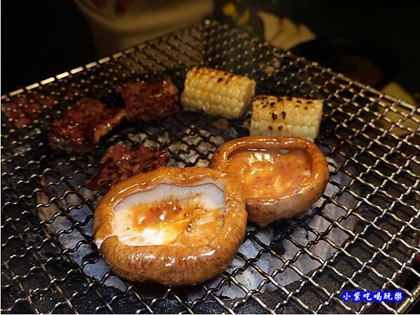 味噌醬烤香菇-火之舞和牛燒烤吃到飽桃園店 (1).jpg