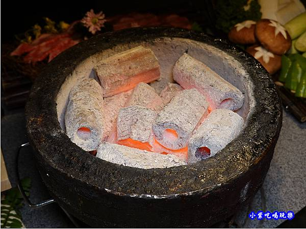 炭精烤爐-火之舞和牛燒烤吃到飽桃園店.jpg