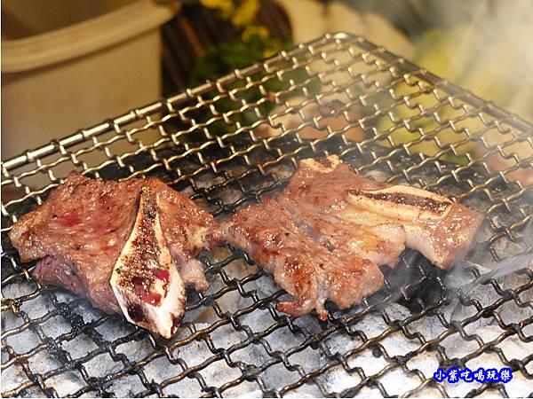 頂級牛小排有醃醬-火之舞和牛燒烤吃到飽桃園店 (3).jpg