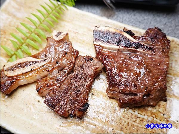 頂級牛小排有醃醬-火之舞和牛燒烤吃到飽桃園店 (2).jpg