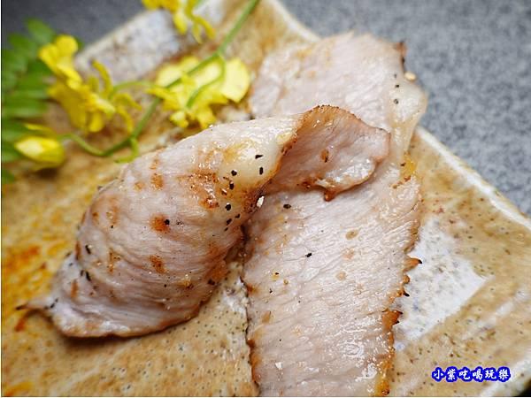 極黑豬頸肉-火之舞和牛燒烤吃到飽桃園店  (2).jpg