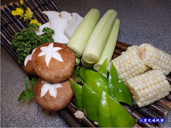 蔬菜拼盤-火之舞和牛燒烤吃到飽-桃園店.jpg