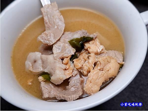 鮭魚味噌湯-火之舞和牛燒烤吃到飽桃園店 (1).jpg