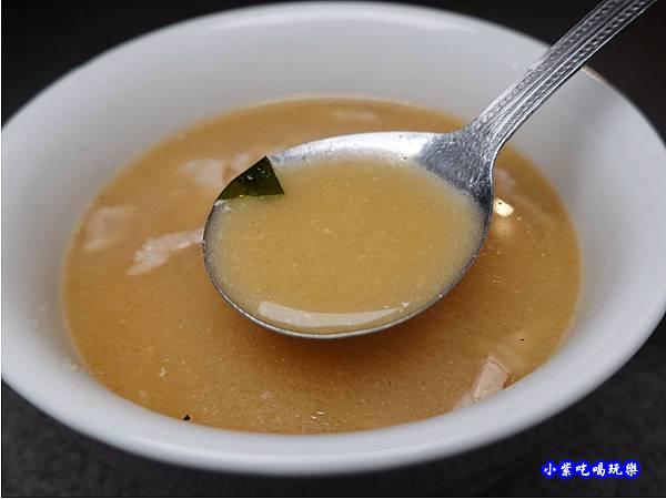鮭魚味噌湯-火之舞和牛燒烤吃到飽桃園店 (2).jpg