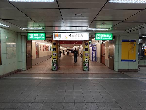 中山站1號出口旁中山地下街.JPG
