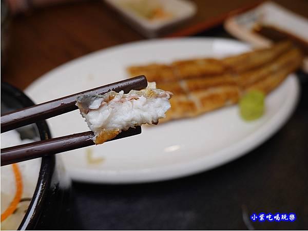 燒白鰻灑玫瑰鹽-三河中川屋台北店  (2).jpg