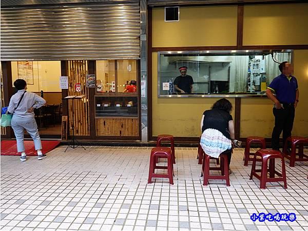 還沒開就排隊-三河中川屋台北店.jpg