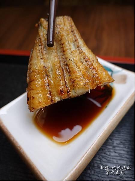 燒白鰻沾附的佐醬-三河中川屋台北店0.jpg
