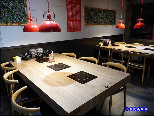 2樓用餐空間-蒙古紅蒙古火鍋桃園店  (1).jpg