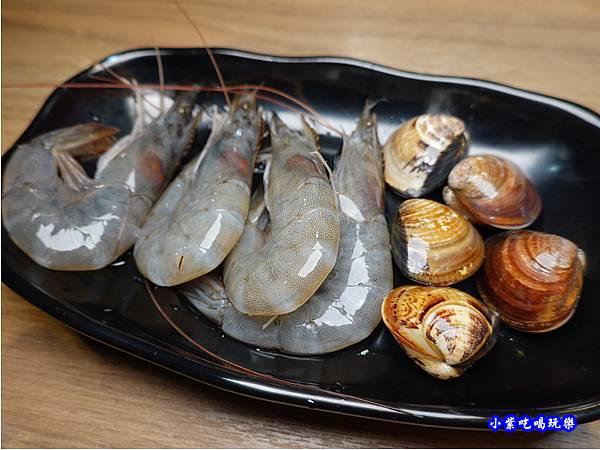 白蝦、蛤蜊-蒙古紅蒙古火鍋桃園店.jpg