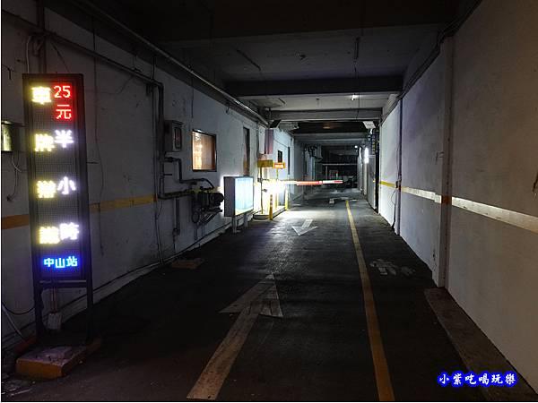 全方位停車場中山站-蒙古紅蒙古火鍋桃園店 (4).jpg