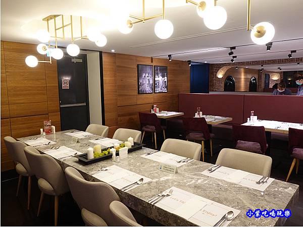 二樓用餐環境-西堤牛排南華店 (2).jpg
