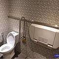女廁-西堤牛排南華店.jpg