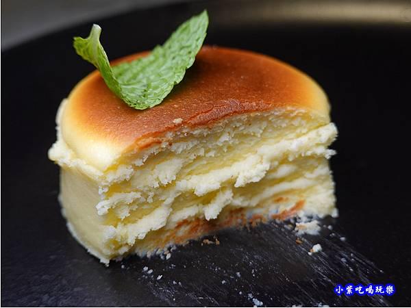巴斯克乳酪蛋糕-西堤牛排南華店  (2).jpg