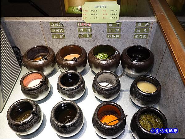 2樓自助區-連進酸菜白肉鍋吃到飽   (2).jpg